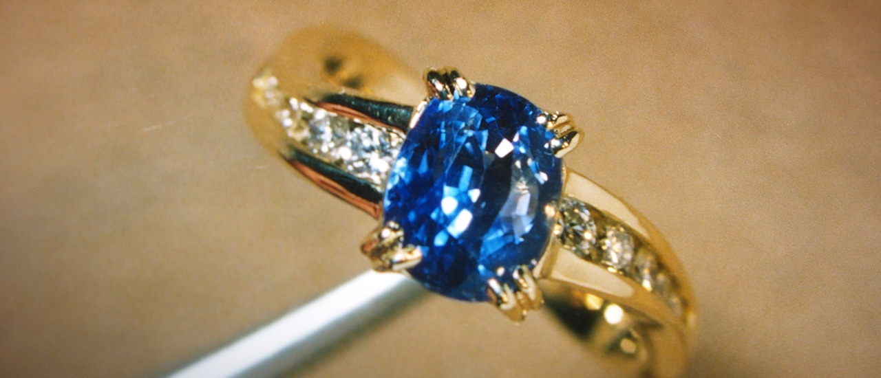 This sapphire ring shows off blue hues that work magic with the yellow gold.