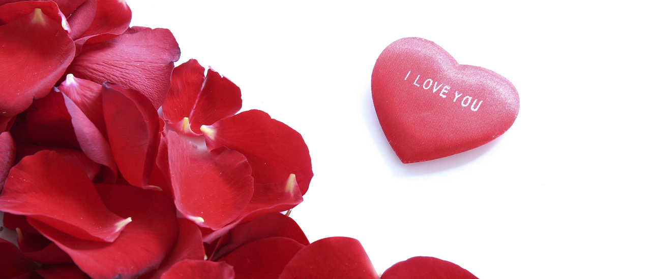 Roses are reds, hearts say 'I love you.'